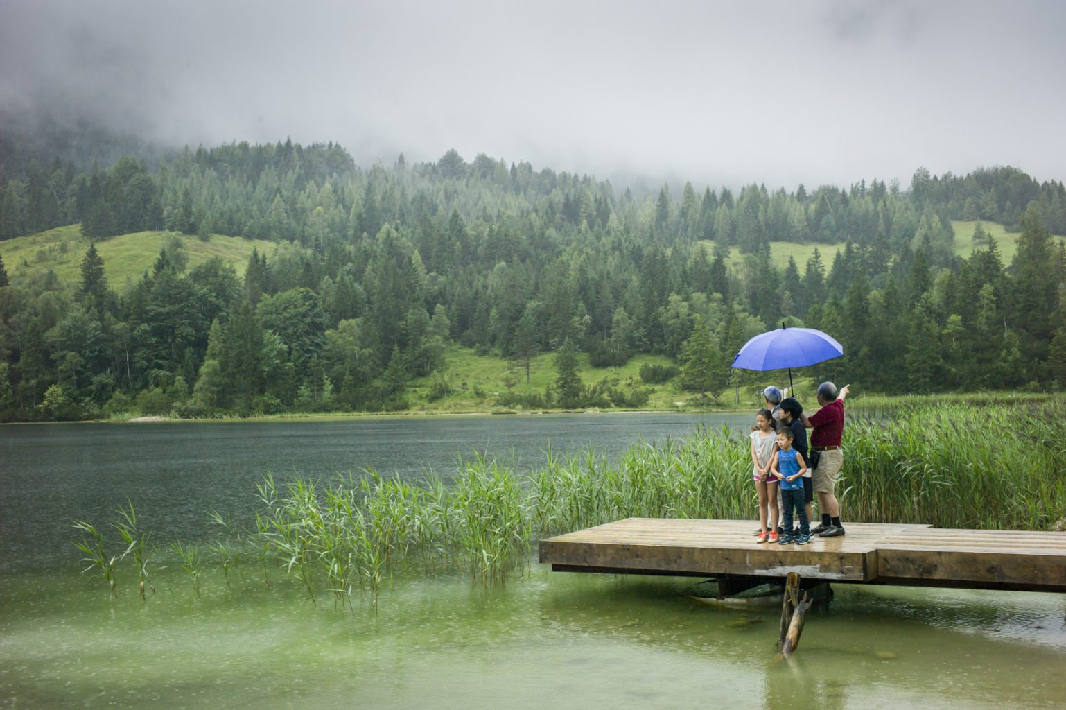 Touristen am Ferchensee, Mittelwald, 9. August 2014